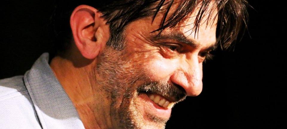 foto di Sergio Vespertino durante lo Spettacolo Bastian Contrario